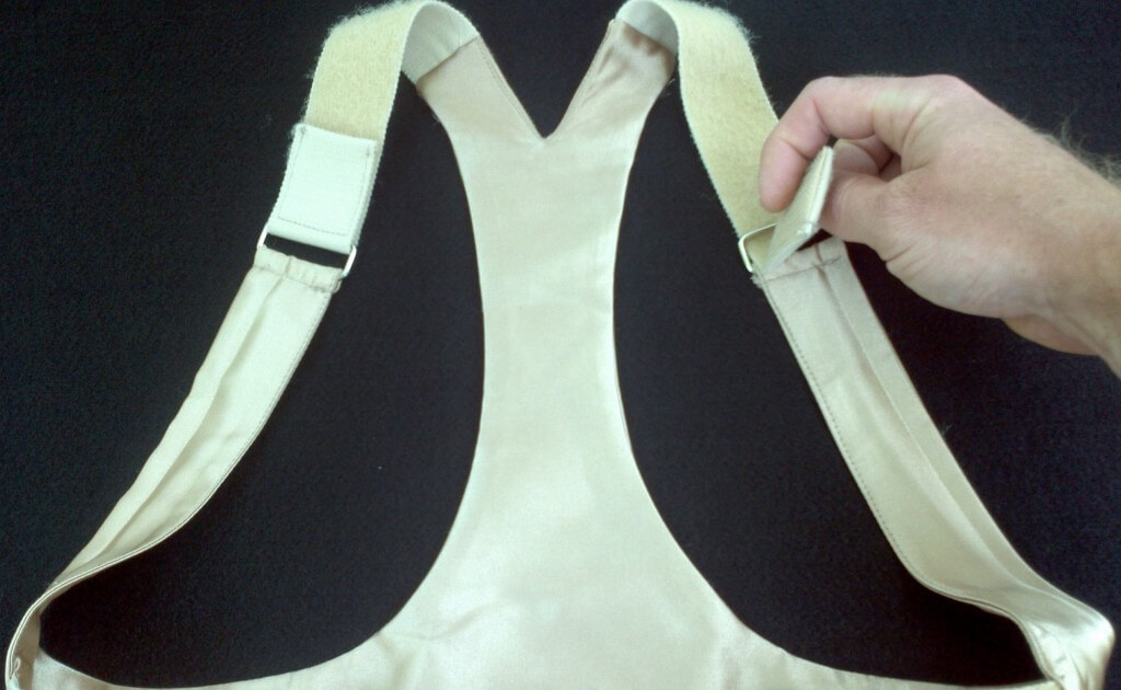 Before putting on, feed shoulder straps through metal loop.